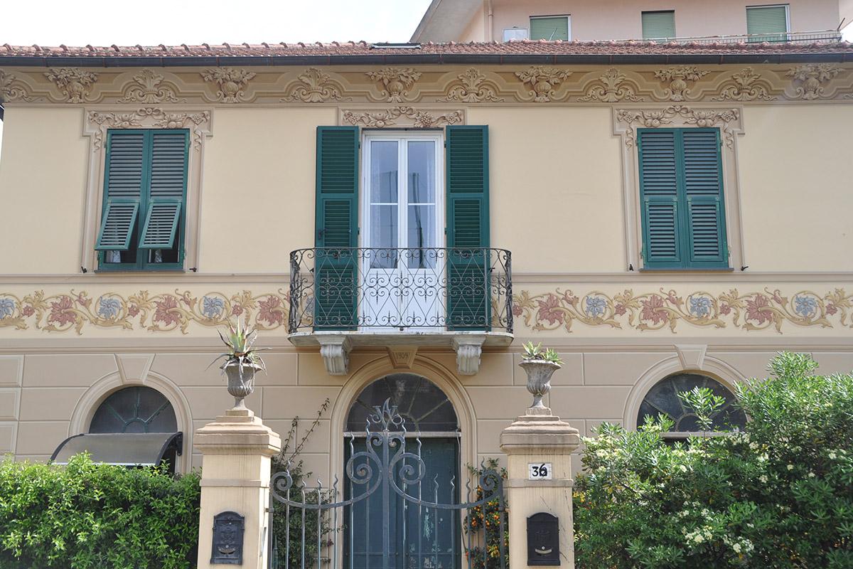 decorando-facciata-Rapallo-fiori-Grande